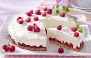 Нежный и вкусный низкокалорийный торт – рецепты лакомства для стройных сладкоежек