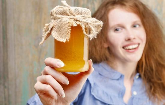 К чему снится мёд: в сотах, в банке или на теле?