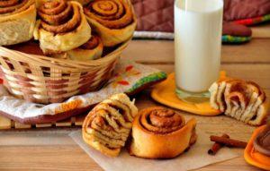 Булочки с корицей из дрожжевого теста – помнишь этот аромат? Лучшие рецепты домашних булочек с корицей из дрожжевого теста