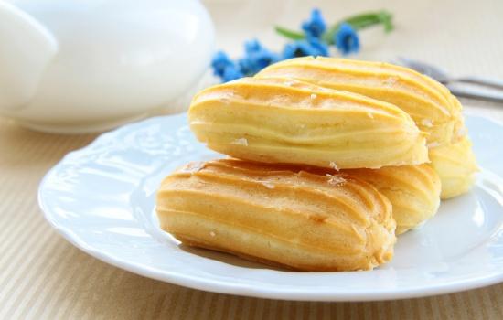 Эклеры с заварным кремом: пошаговый рецепт любимых пирожных. Как сделать тесто и начинку для эклеров с заварным кремом (пошагово)