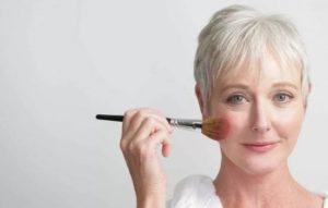 Секреты косметических средств для антивозрастного макияжа. Скрыть возраст: основа под макияж, румяна, помада и уходовые средства