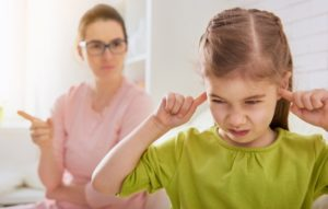 """Почему нельзя говорить ребенку """"нельзя""""? Какие опасности несет это слово для детской психики и как правильно ставить запреты?"""